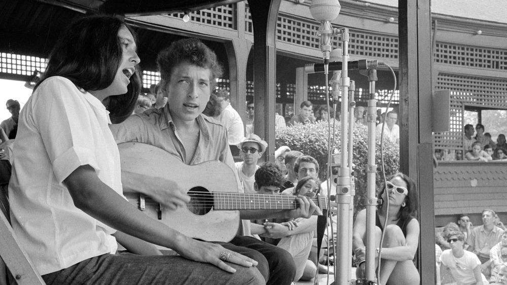 Joan Baez and Bob Dylan performing together