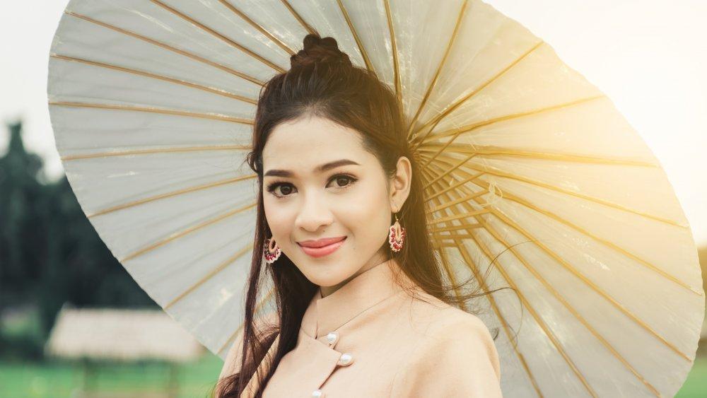 woman paper umbrella