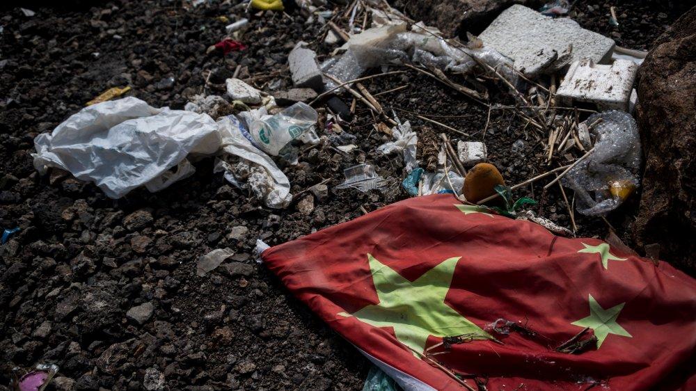 china flag plastic waste