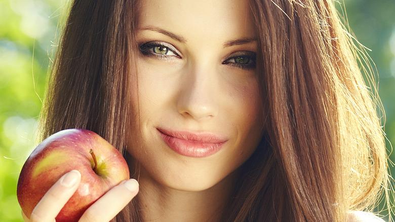 beautiful woman holding apple