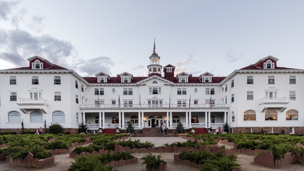 front facade of The Stanley Hotel