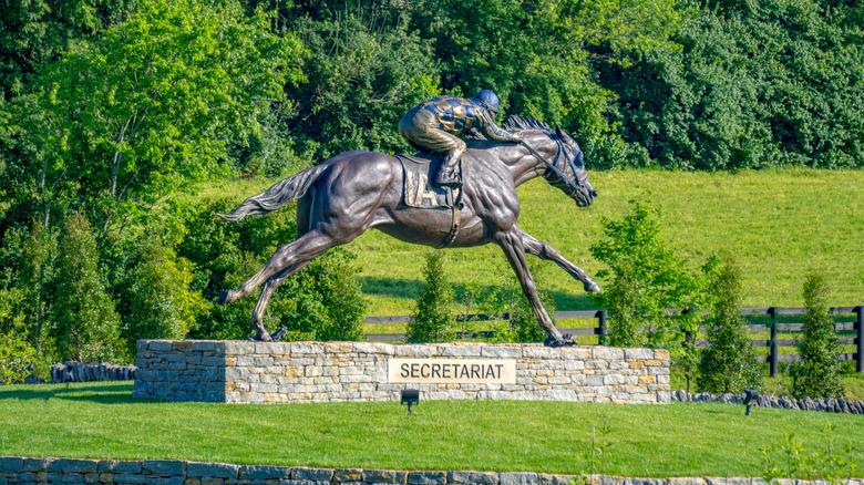 Secretariat statue in Kentucky
