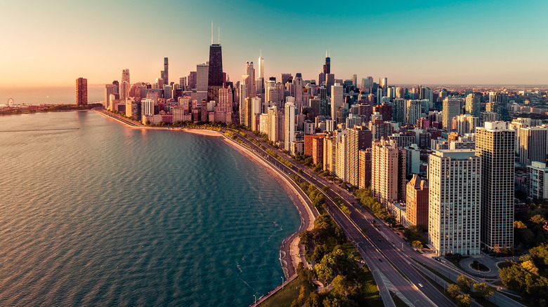 chicago and lake michigan shoreline