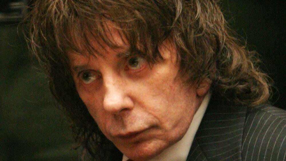 Phil Spector wears suit in court