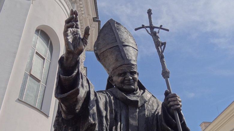 pope benedict statue