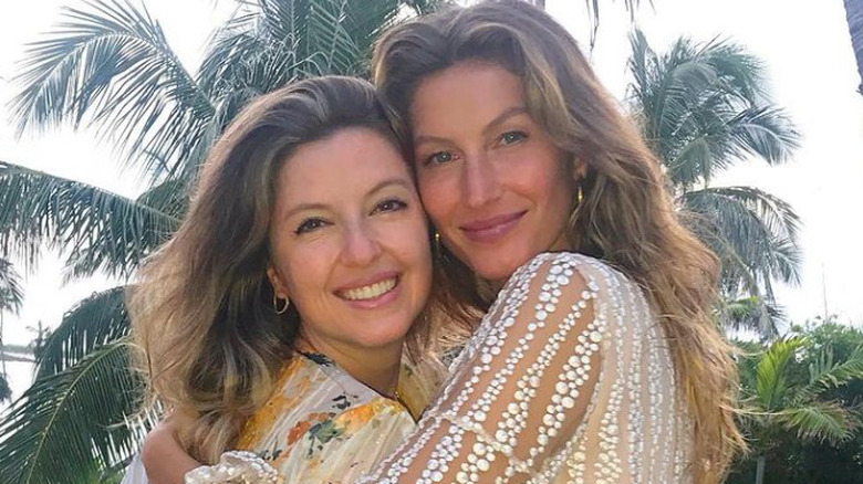 Gisele and sister Patricia smiling