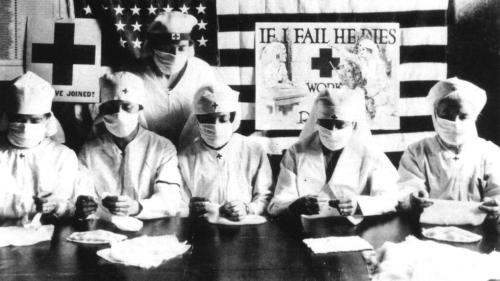 spanish flu pandemic nurses folding bandages