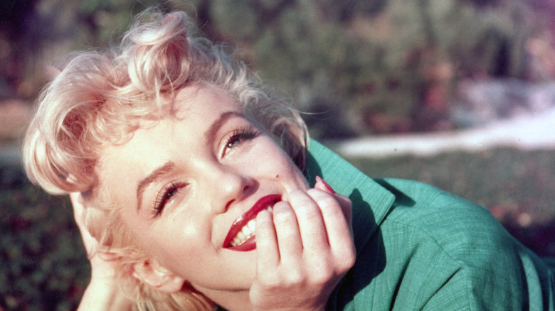 Marilyn Monroe hand on chin smiling