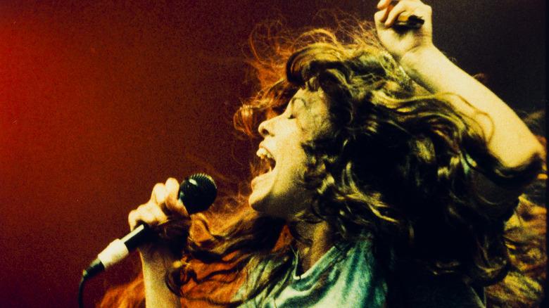 Alanis Morissette singing