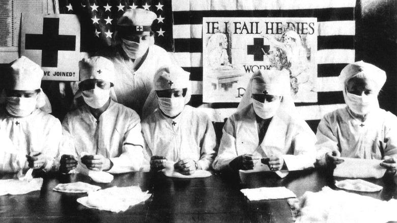 Red Cross volunteers during 1918 flu pandemic