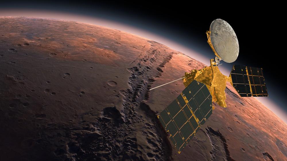 Mars Reconnaissance Orbiter orbiting Mars