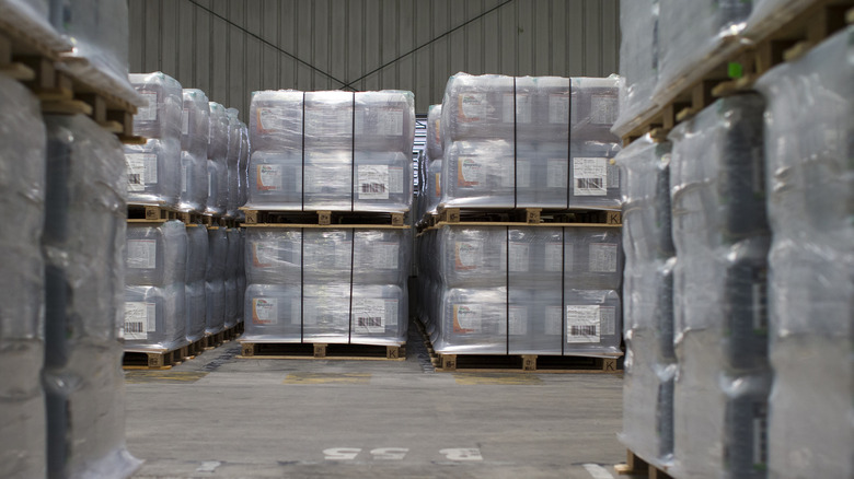 Pallet of shrinkwrapped packages