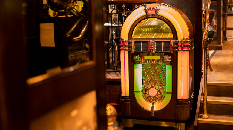 old-timey jukebox