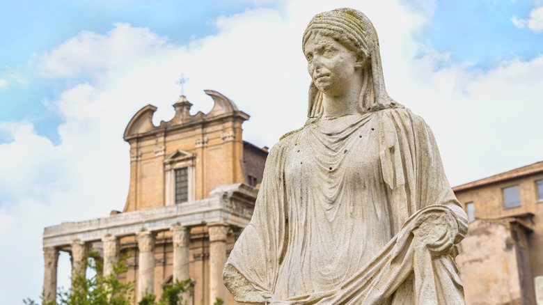 statue of vestal virgin