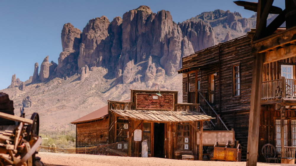 An abandoned Wild West building
