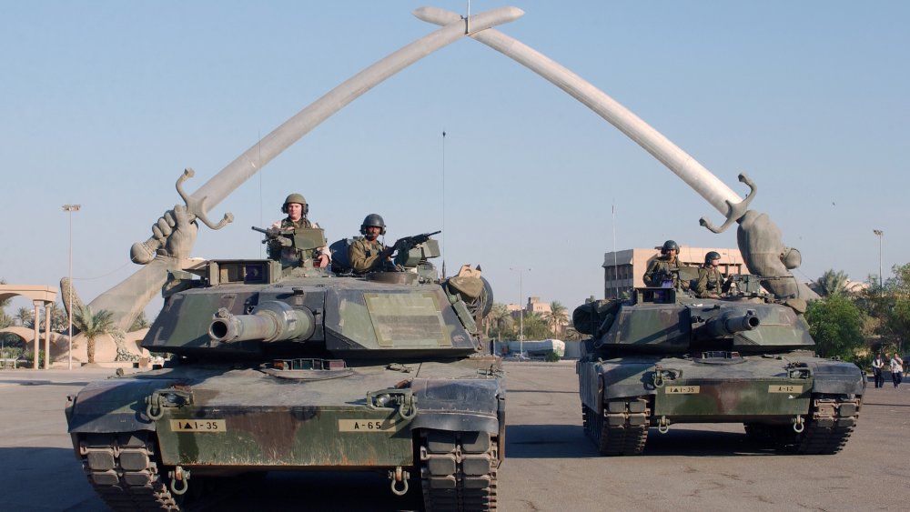 US tanks in Baghdad Iraq War 2003