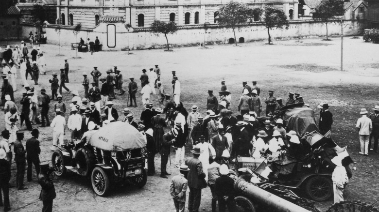 Godard's Dutch Spyker 1907 Peking to Paris beginning of race