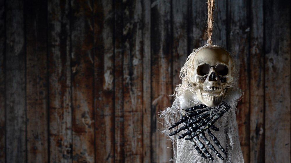 noose skeleton