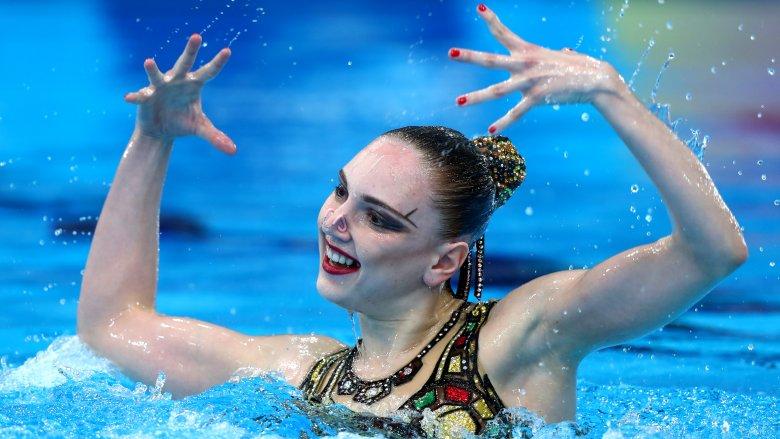 solo synchronized swimmer