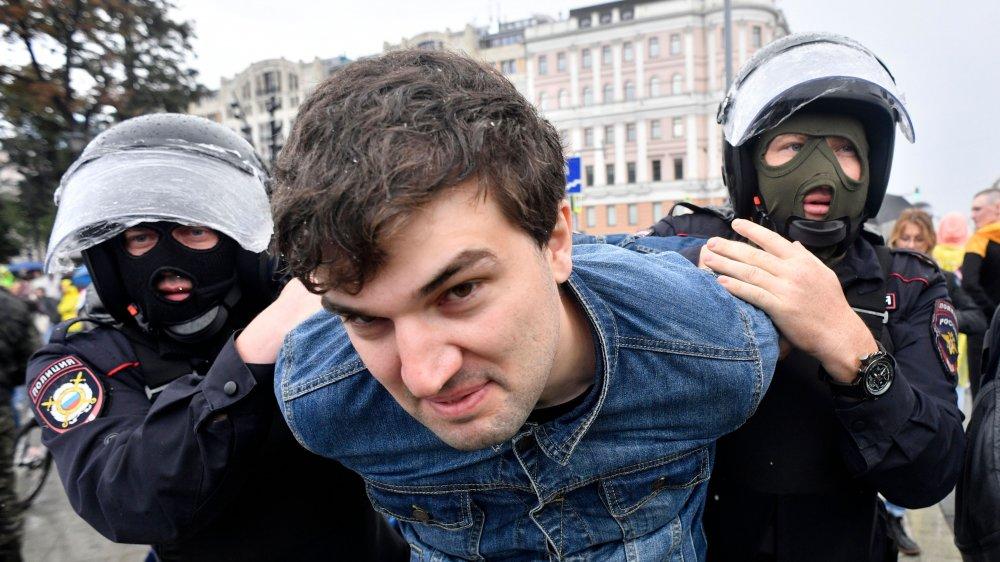 Russian Police, Riot, Prisoner