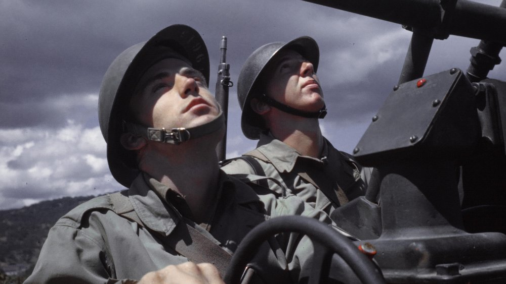 soldiers looking up