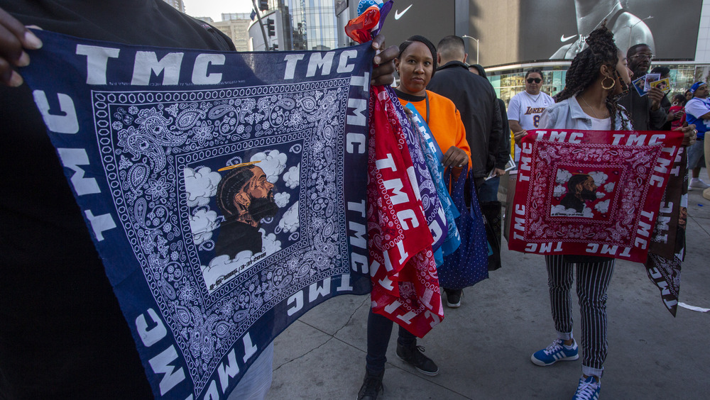 People sell memorial bandanas in the colors of Crips and Bloods