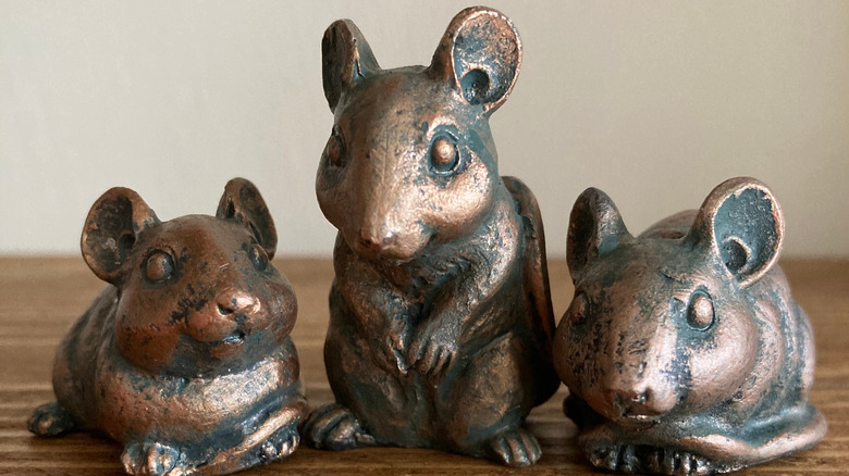 three mice figures