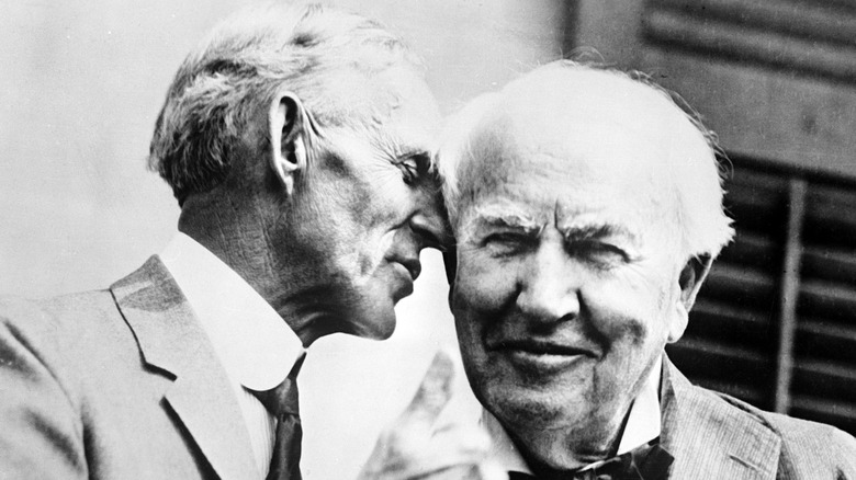 Henry Ford and Thomas Edison posing