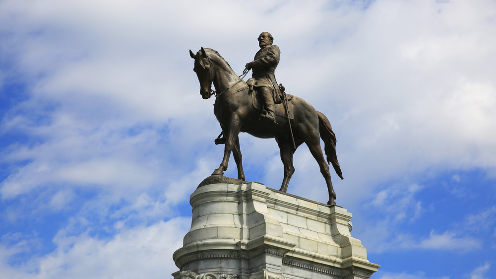 statue of Robert E. Lee