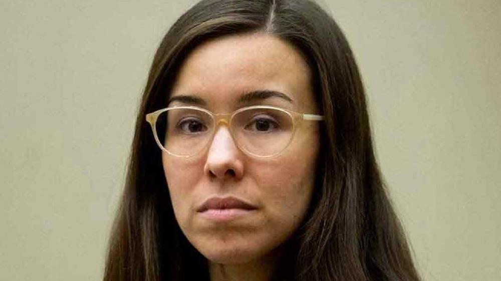 Jodi Arias wearing glasses