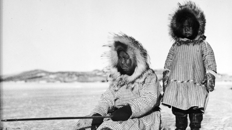 Inuuk woman and child 1950