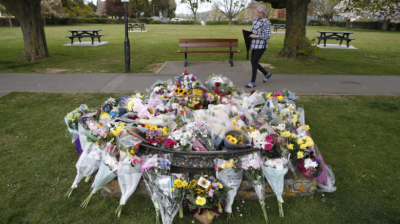 flower bouquets covering memorial