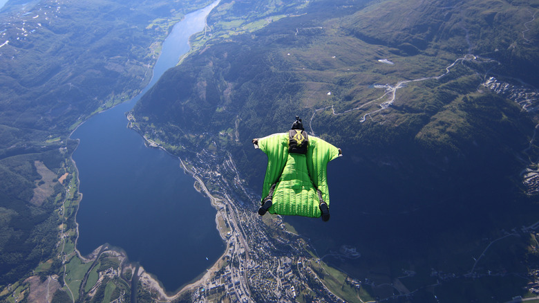 BASE jumping winged Norway