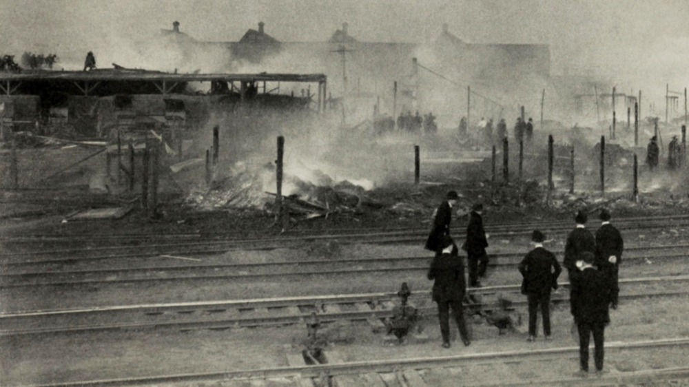 chicago race riot showing damage to railroad