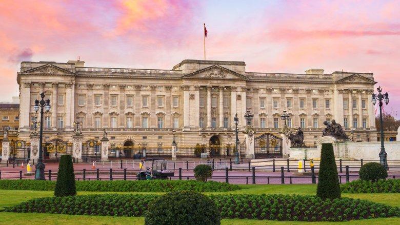 Buckinham Palace, Queen of England