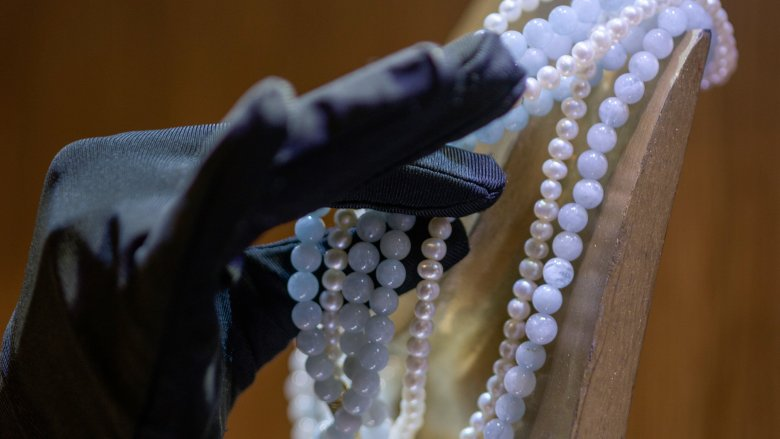 Stealing pearls