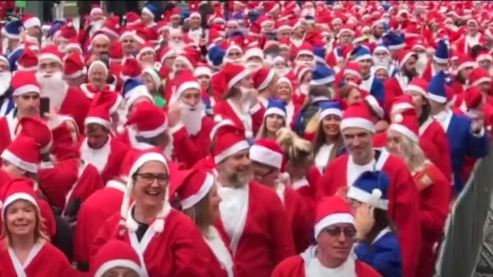 Santa Dash runners