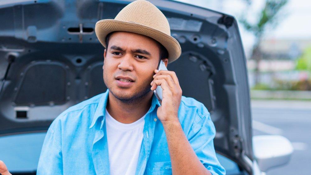 man calling phone 555