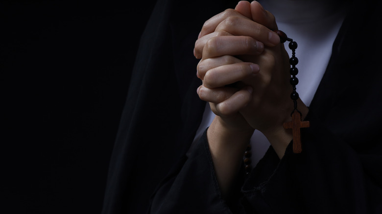 Nun prays the rosary