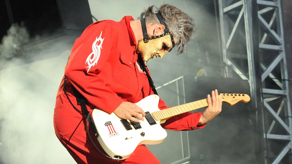 Jim Root playing