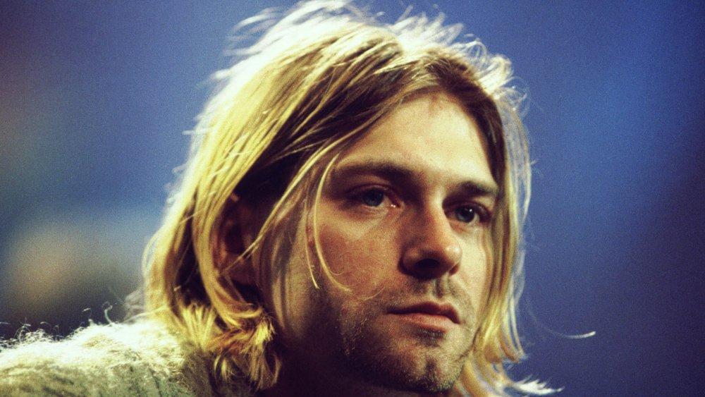 Kurt Cobain sings at MTV Unplugged