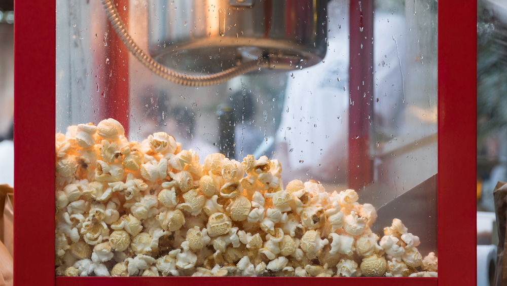 popcorn in popcorn machine
