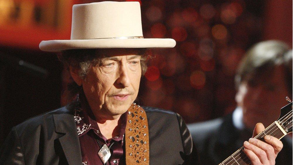 Bob Dylan performing in 2009