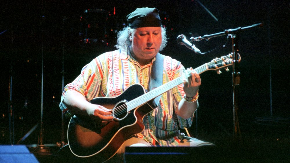 A 2002 Peter Green playing an acoustic guitar in San Francisco