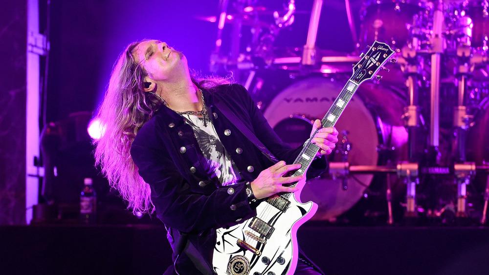 whitesnake guitar player