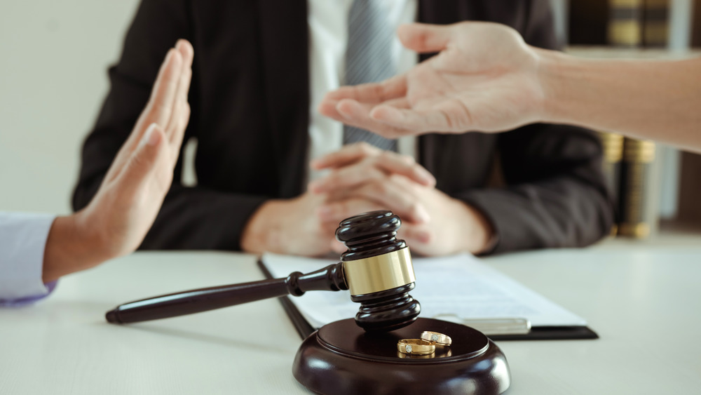 divorce proceedings with lawyer