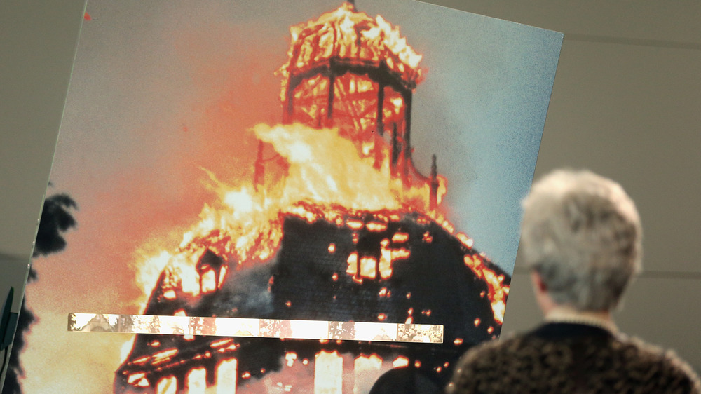 synagogue burning during kristallnacht