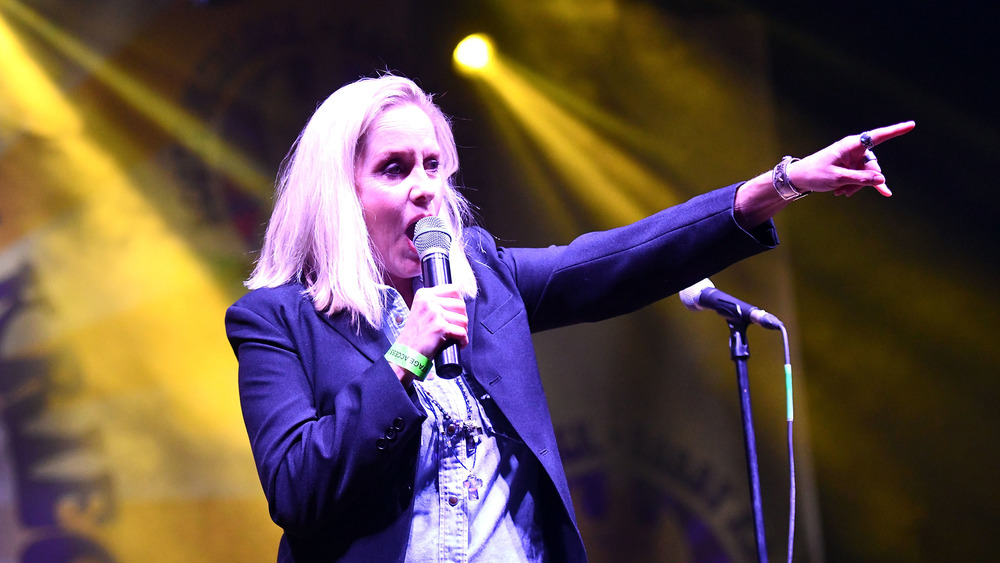 Cherie Currie points