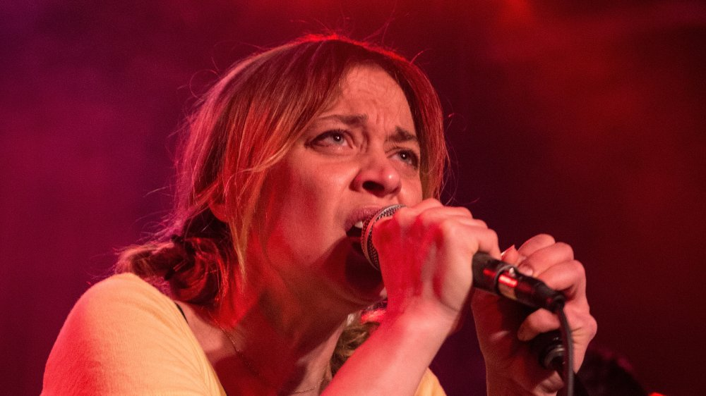 Fiona Apple performing in Nashville, Tennessee in 2015