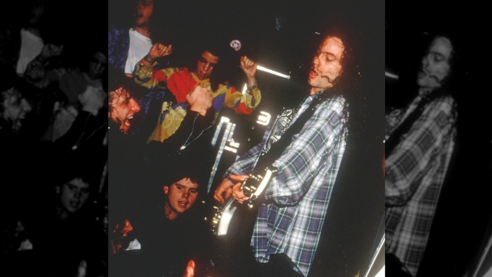 Mike Starr of Alice In Chains performing